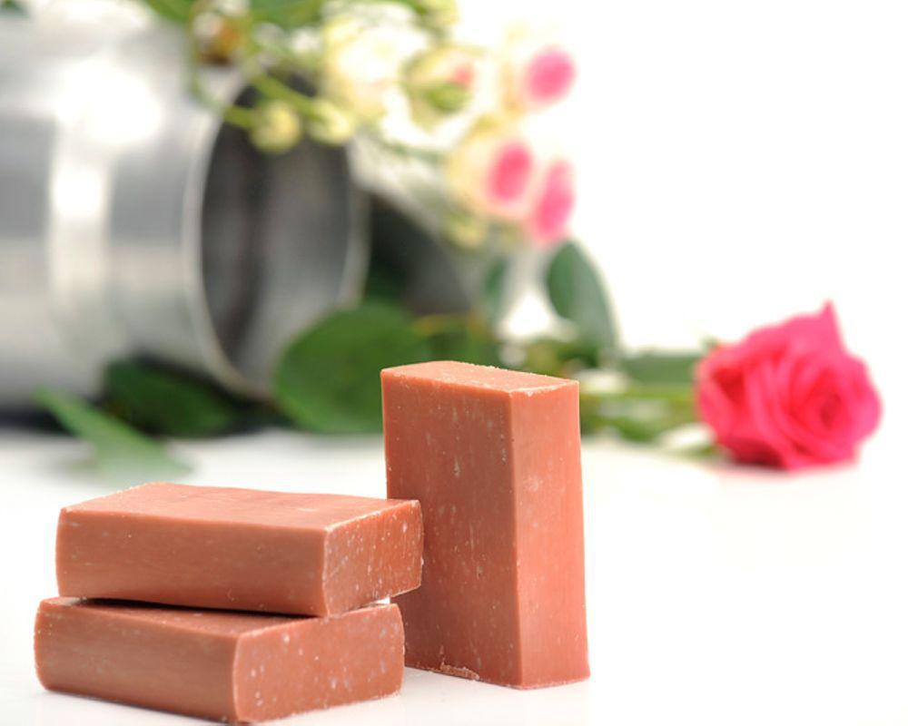 savon au lait de ch vre rose musqu e g ranium 100g. Black Bedroom Furniture Sets. Home Design Ideas